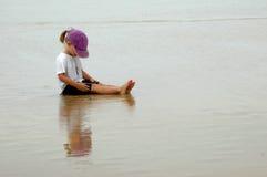 Niño relajado Foto de archivo libre de regalías