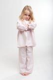 Niño rubio que se enfurruña en sus pijamas Fotos de archivo