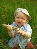 Niño sonriente maravilloso con un cepillo para pintar Foto de archivo libre de regalías