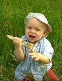 Niño sonriente maravilloso con un cepillo para pintar Fotografía de archivo libre de regalías