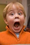 Niño sorprendente con la boca abierta de par en par Imágenes de archivo libres de regalías