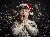 Niño sorprendido en el ` s Eve del Año Nuevo Imagen de archivo