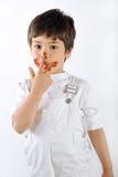 Niño sucio con la torta Fotografía de archivo
