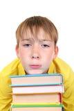 Niño triste con libros Foto de archivo libre de regalías
