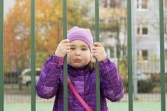 Niño triste en cárcel Imagen de archivo libre de regalías