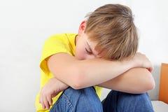 Niño triste en el hogar Foto de archivo libre de regalías