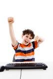 Niño usando el ordenador en el fondo blanco Imágenes de archivo libres de regalías