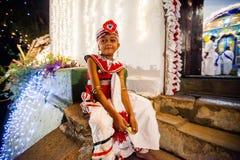 Niño vestido para arriba para Kandy Esala Perahera Foto de archivo