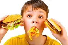 Niño y alimentos de preparación rápida Imagen de archivo