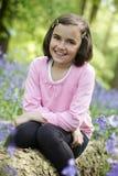 Niño y bluebells Fotografía de archivo libre de regalías