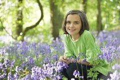 Niño y bluebells Imágenes de archivo libres de regalías