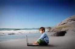 Niño y computadora portátil Imagen de archivo libre de regalías