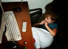 Niño y de computadora personal Imágenes de archivo libres de regalías