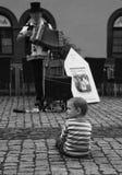 Niño y el hombre del acordeón Imágenes de archivo libres de regalías