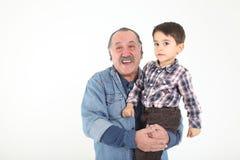 Niño y el jugar de abuelo Foto de archivo