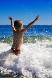 Niño y el mar fotografía de archivo libre de regalías