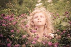 Niño y flores Imágenes de archivo libres de regalías
