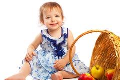 Niño y fruta felices fotografía de archivo