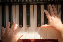 Niño y música Foto de archivo libre de regalías