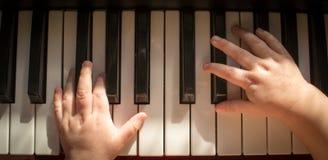 Niño y música Imagen de archivo