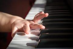 Niño y música Fotos de archivo libres de regalías