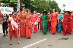 Niño y mujeres de Toraja - Sulawesi Selatan Foto de archivo