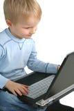 Niño y ordenador Foto de archivo libre de regalías