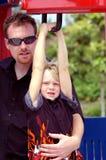 Niño y padre rubios del muchacho Foto de archivo