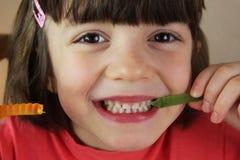 Niño y pastillas de goma Foto de archivo libre de regalías