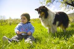Niño y perro Imágenes de archivo libres de regalías