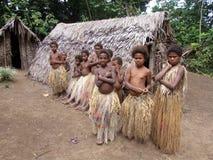 Niños aborígenes en un pueblo de la selva Fotografía de archivo libre de regalías