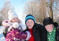 Niños al aire libre imagenes de archivo