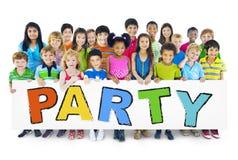 Niños alegres diversos que llevan a cabo el partido de la palabra Imagen de archivo libre de regalías