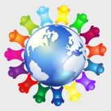 Niños alrededor de la insignia del globo Foto de archivo libre de regalías