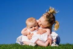 Niños cariñosos felices Fotos de archivo