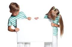 Niños con el espacio en blanco blanco Imágenes de archivo libres de regalías