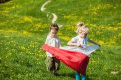 Niños con la bandera polaca Imagen de archivo libre de regalías
