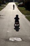 Niños con la bici Imágenes de archivo libres de regalías
