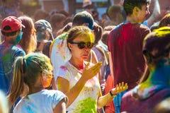 Niños con la cara manchada con colores Concepto para el festival indio Imagenes de archivo