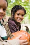 Niños con las calabazas Imagenes de archivo