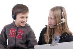 Niños con las computadoras portátiles Imagen de archivo libre de regalías