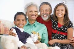 Niños con los abuelos en la Navidad Imágenes de archivo libres de regalías