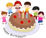 Niños con una torta Fotografía de archivo libre de regalías