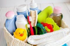 Niños cosméticos orgánicos para el baño en cierre de madera del bakground para arriba Fotografía de archivo libre de regalías