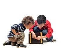Niños curiosos Foto de archivo libre de regalías