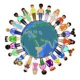 Niños de diversas razas que celebran para las manos en todo el mundo ilustración del vector