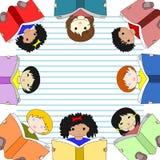 Niños de diversos libros de lectura de las razas stock de ilustración