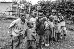 Niños de Ilkiding'a, pueblo del Masai de Waarusha Imagen de archivo libre de regalías