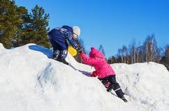 Niños de la diversión del invierno Imagen de archivo