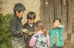 Niños de la minoría étnica del grupo Fotos de archivo